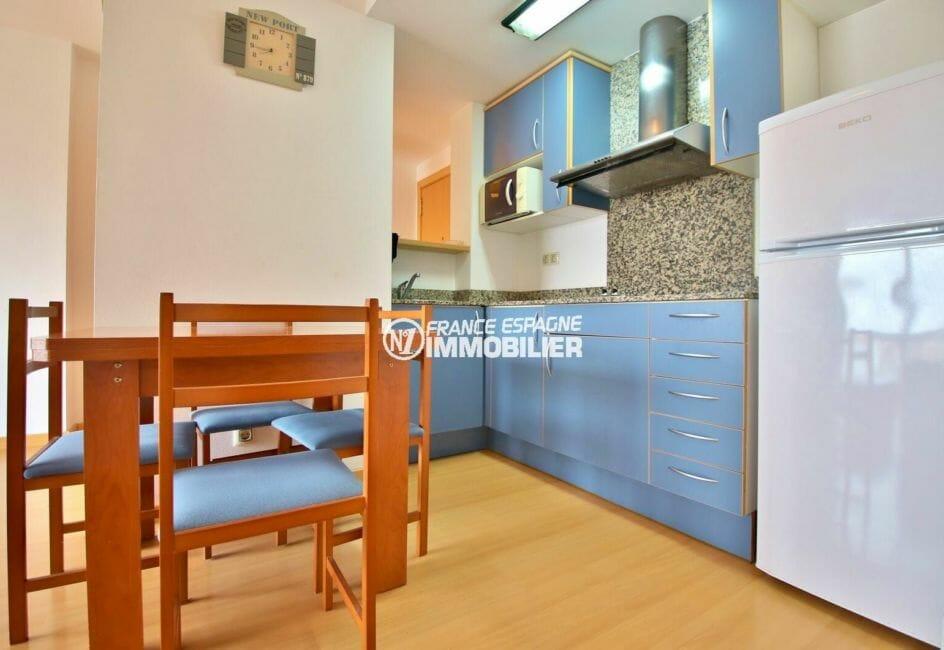 achat appartement rosas, possible parking et amarre, cuisine américaine équipée