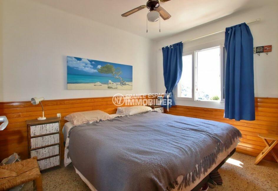 achat appartement rosas, plage à 200 m, première chambre lumineuse avec lit double
