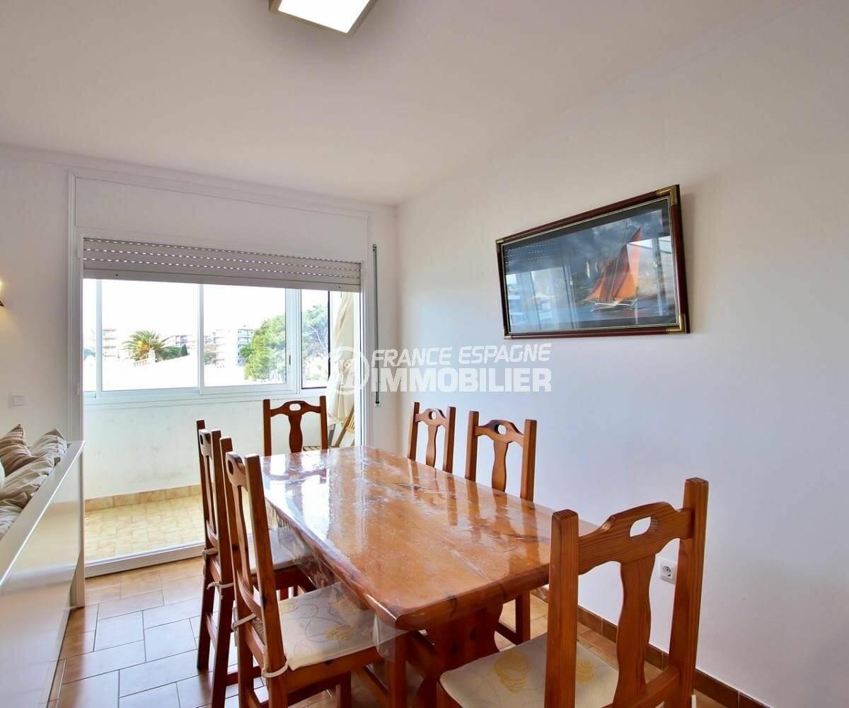 agence immobiliere costa brava: appartement de 65 m² avec salon / séjour accès véranda
