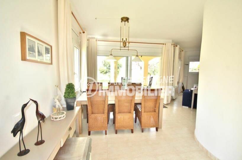 immobilier costa brava: villa 143 m², salon / séjour avec accès au jardin