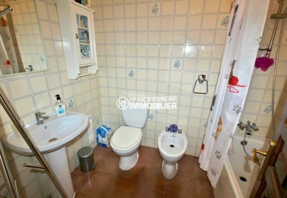immobilier roses espagne: villa 72 m², salle de bain à l'étage avec wc