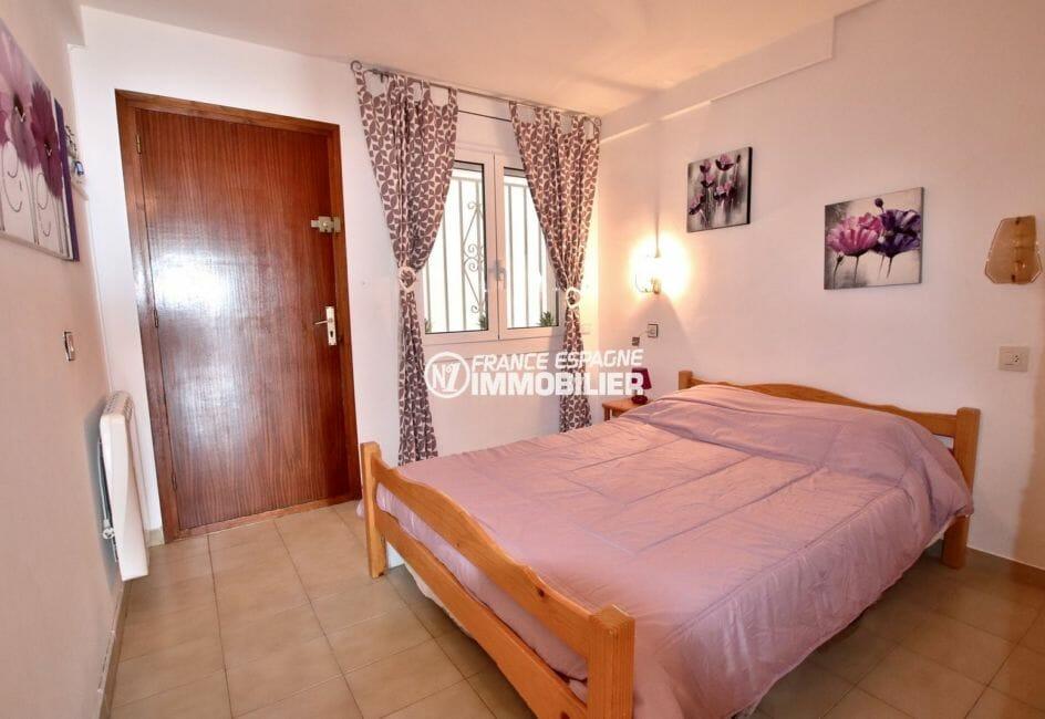 roses immobilier: appartement39 m², chambre lit double type alcôve