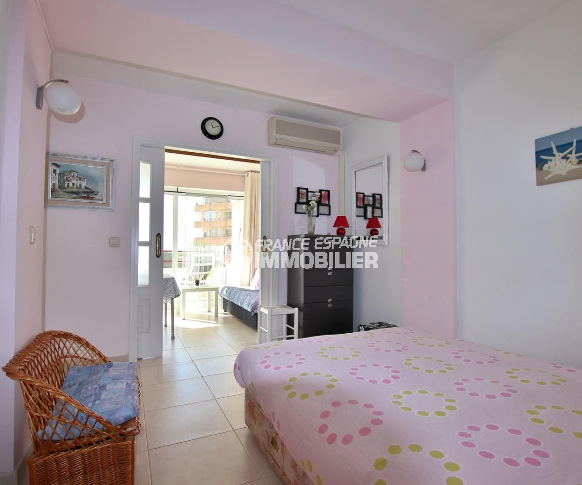 roses immobilier: appartement 59 m², première chambre lit double accès séjour