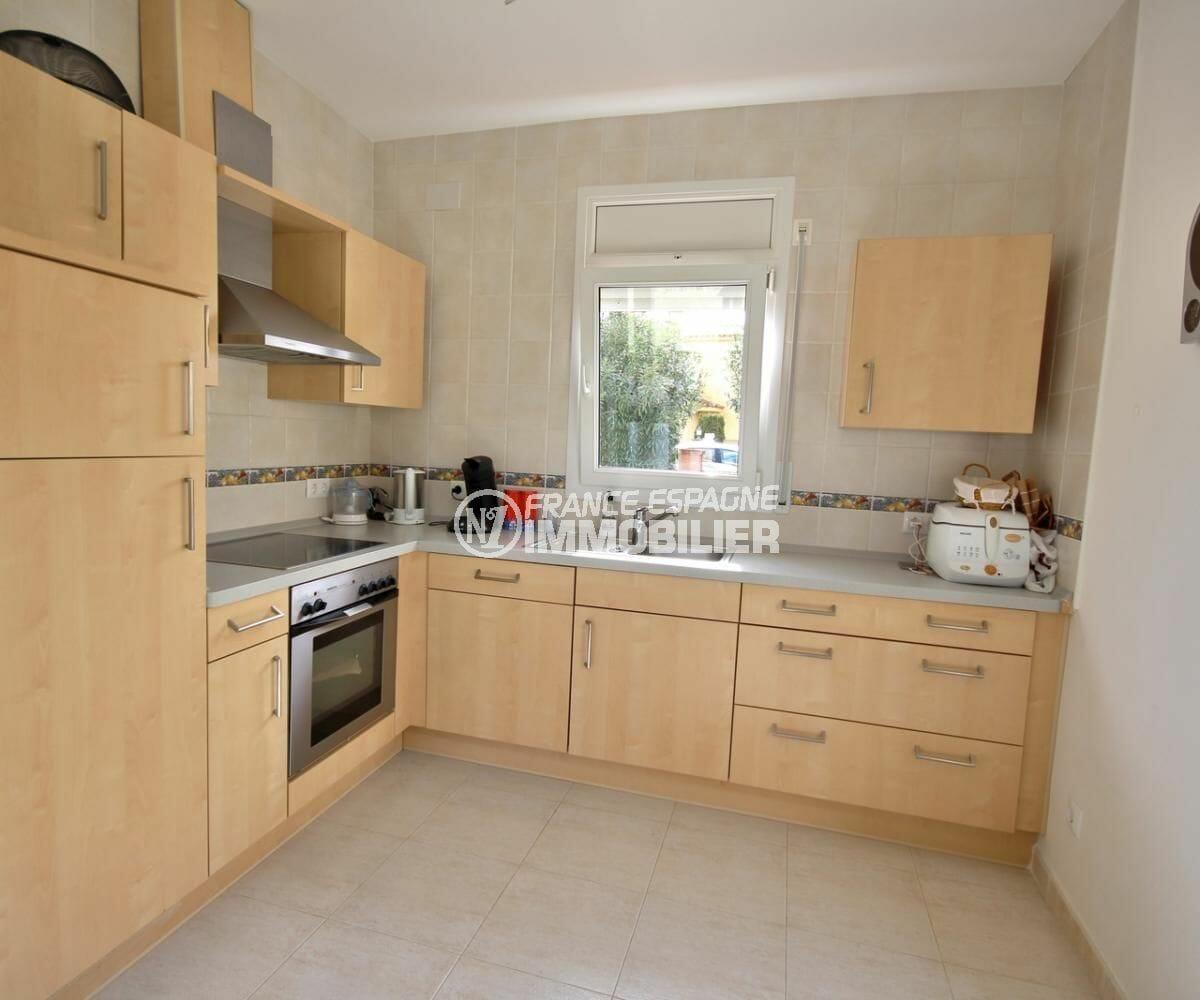 achat maison costa brava, ref.3900, cuisine américaine ouverte sur le salon / séjour