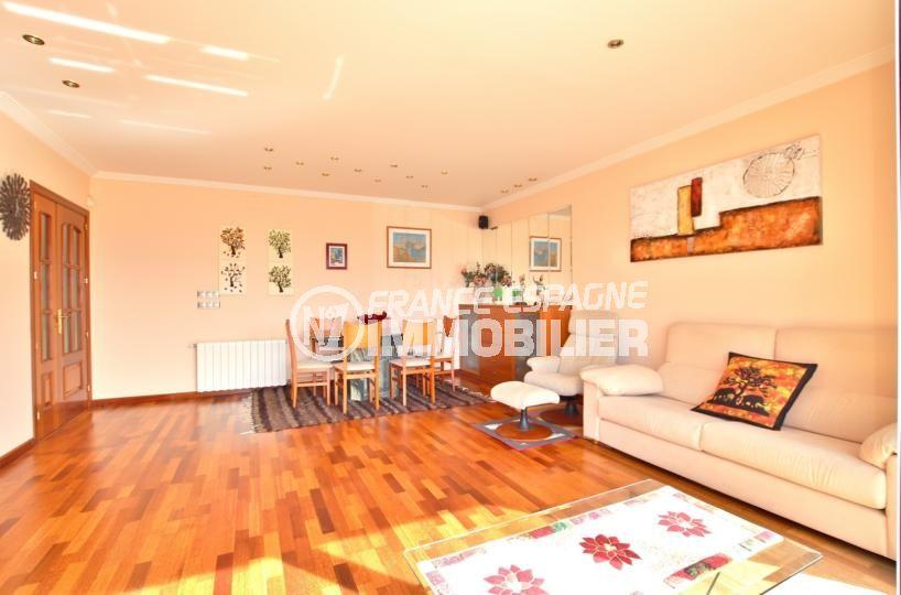 roses immobilier: villa 358 m², grand salon / salle à manger lumineuse