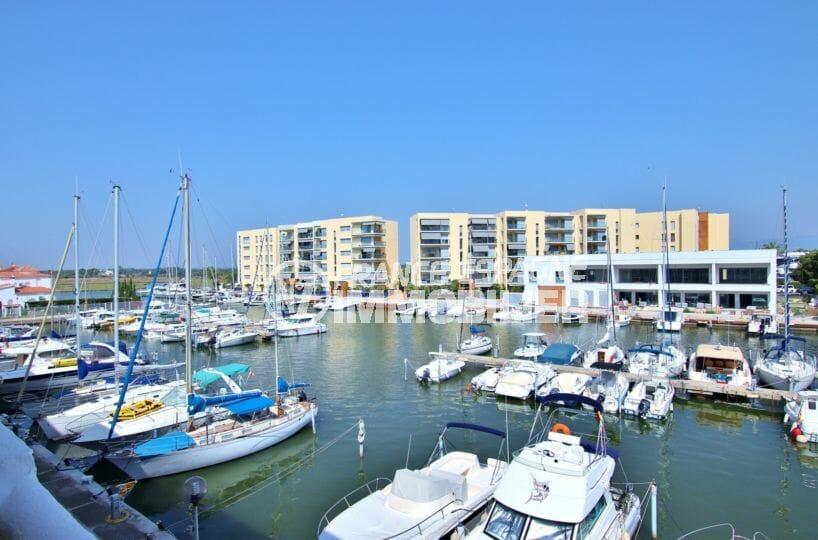 vente immobilier rosas espagne, proche plage et commerces, possibilité d'amarre