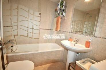 vente appartement rosas espagne, appartement de 60 m² avec salle de bains et wc