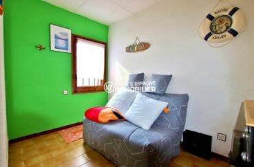 agence immobiliere costa brava: villa plain-pied, deuxième chambre avec canapé convertible