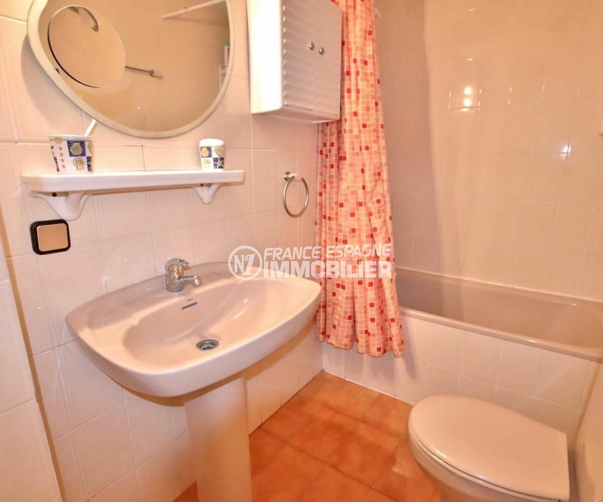 agence immobiliere roses: appartement 34 m², salle de bains avec wc