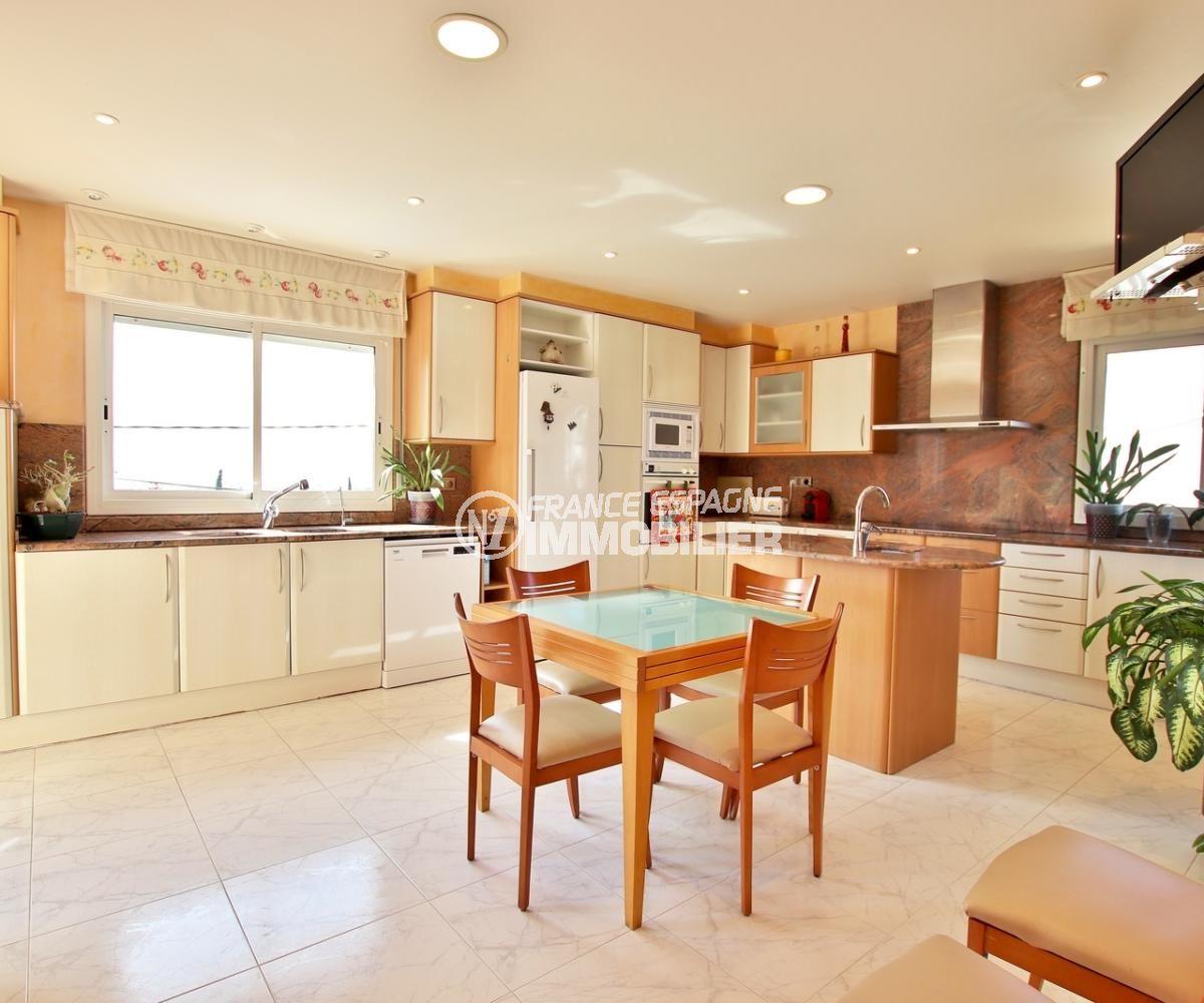 vente immobilier rosas espagne: villa 358 m², cuisine indépendante équipée + arrière cuisine