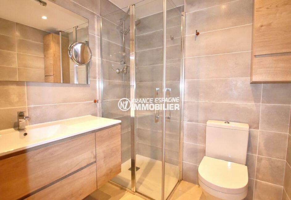 ventes immobilieres rosas espagne: appartement 39 m², salle d'eau: cabine de douche, vasque et wc
