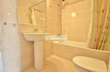 appartement rosas vente, 50 m², salle de bains avec baignoire, vasque et wc