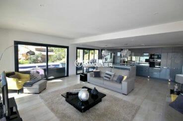 ventes immobilieres rosas espagne: villa ref.3894, vaste séjour et cuisine américaine équipée