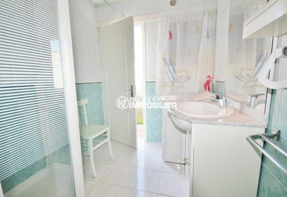 agence immobilière costa brava: villa 80 m² plain-pied, salle d'eau avec cabine de douche et wc
