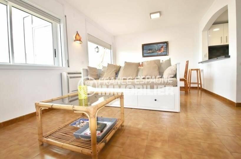 vente appartement rosas espagne, bel espace salon / séjour avec cuisine semi ouverte