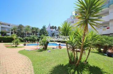 roses immobilier: appartement prche plage, résidence avec jardin arboré et entretenu