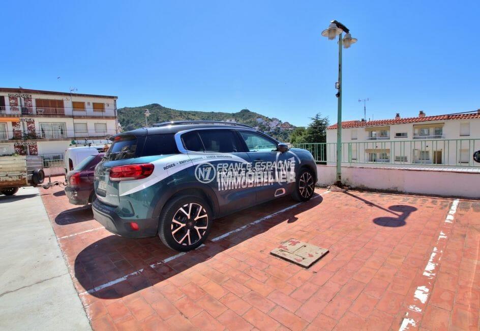 roses immobilier: appartement 43 m², place de parking extérieur privé