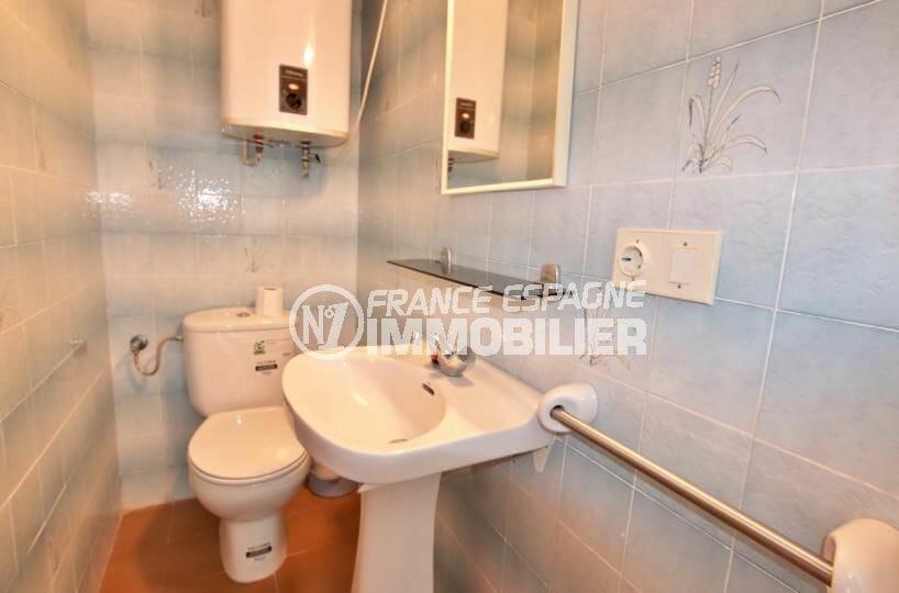 appartement empuriabrava, appartement 83 m², toilettes indépendantes avec lavabo