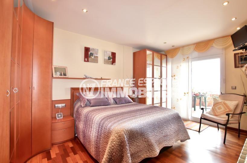 maison a vendre espagne, villa 358 m², chambre 1 lit double avec rangements accès terrasse