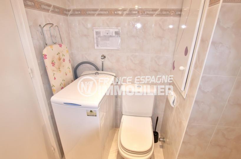 vente appartement roses espagne, résidence avec piscine, salle d'eau et wc