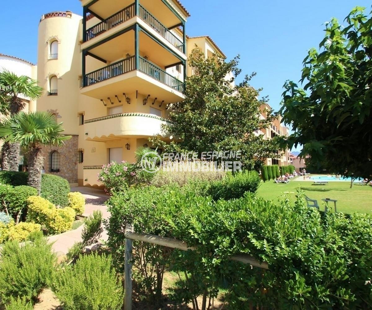 appartement empuriabrava, 57 m², jardin communataire arboré près de l'immeuble