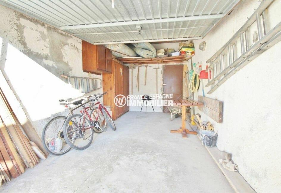 maison a vendre espagne, villa plain-pied, garage de 17 m² avec parking cour intérieure