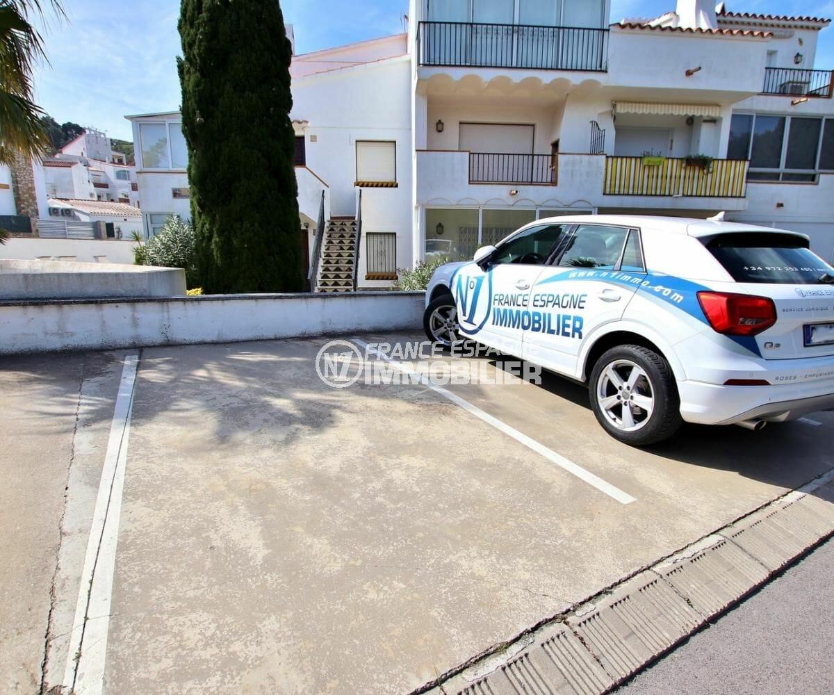 agence immobiliere costa brava: appartement 34 m², parking privé extérieur