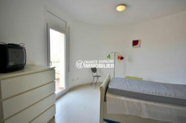 vente immobilier costa brava: villa 143 m², troisième chambre avec lit simple accès terrasse