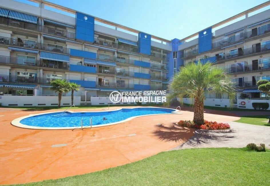 immo center rosas: appartement 50 m², résidence avec piscine commune