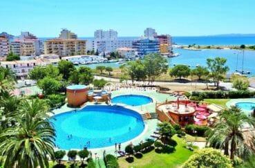 immo center rosas: appartement de 59 m², vue mer et piscine depuis la terrasse