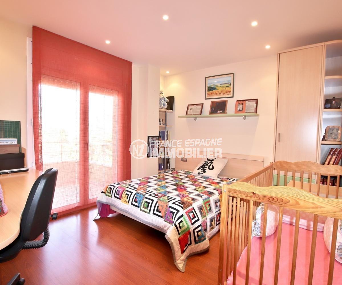 maison a vendre espagne rosas, vue mer, chambre 2 lit double + lit bébé et bureau accès terrasse