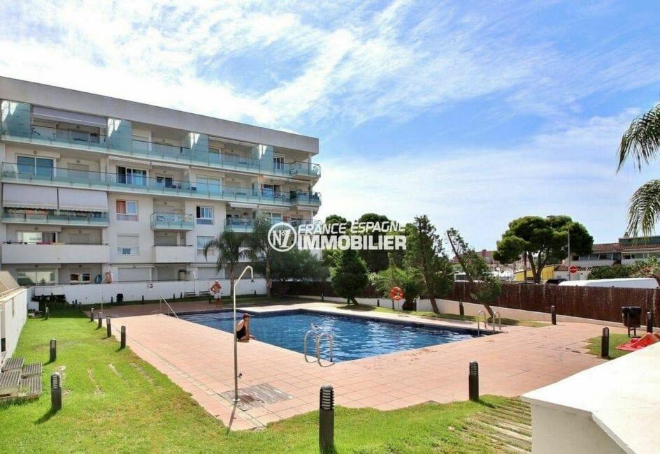 immo center rosas: appartement de 50 m² avec piscine communautaire