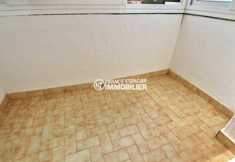 appartement à vendre à rosas, atico 65 m², terrasse véranda de 10 m² de la première chambre