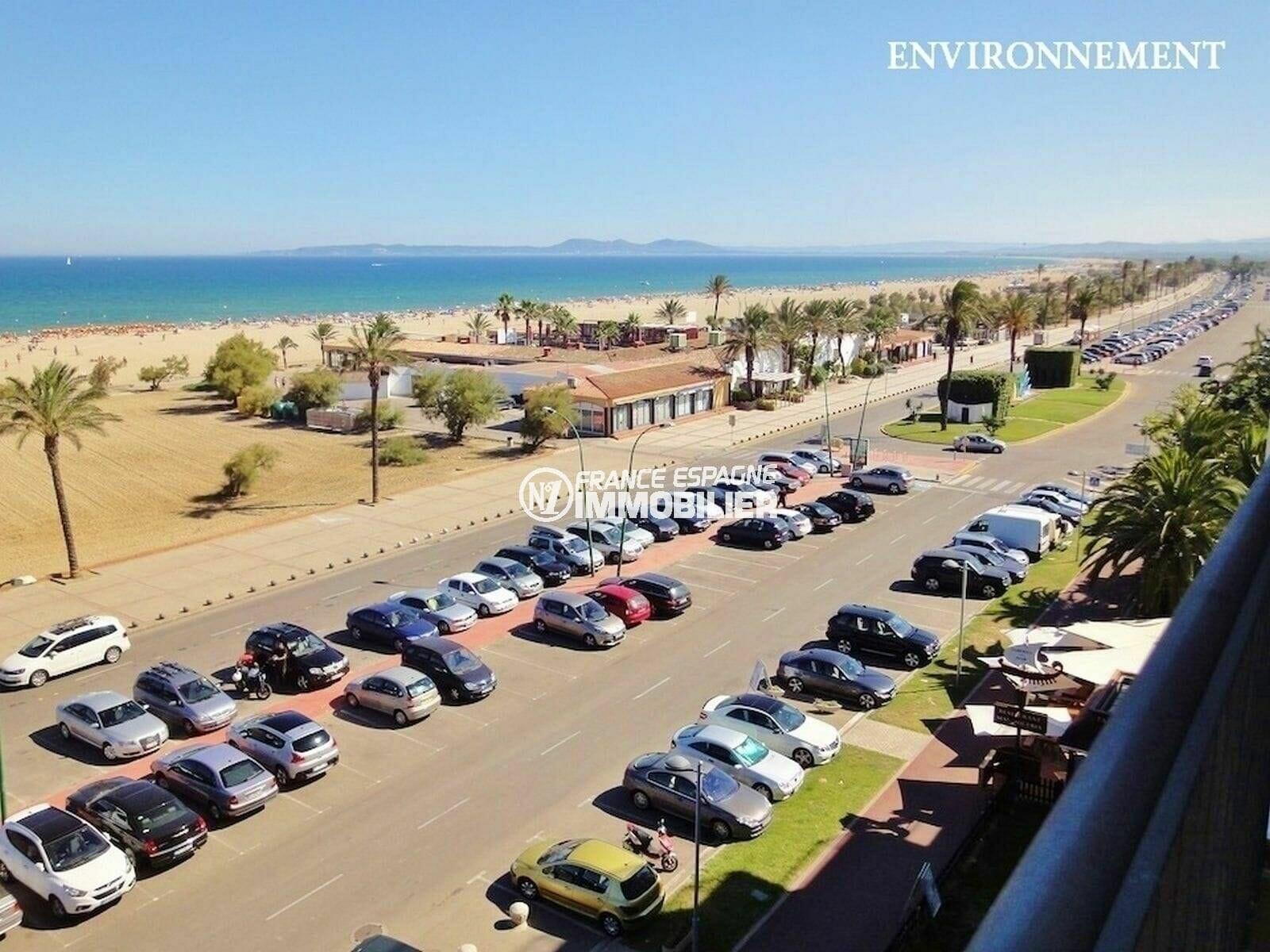 plage avec grand parking aux environs