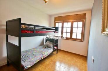 vente appartement roses espagne, atico 65 m², chambre 2 avec lits superposés