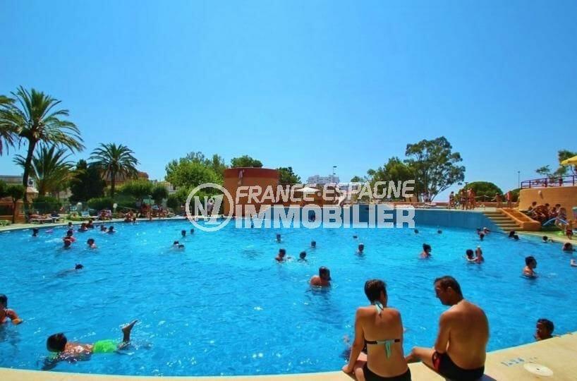 immo costa brava: appartement 59 m², vue plongeante sur la piscine communautaire