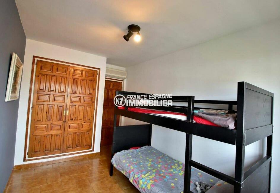 immo center rosas: appartement petite résidence, chambre 2 avec placards