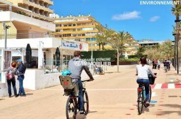 commerces à proximité de la plage
