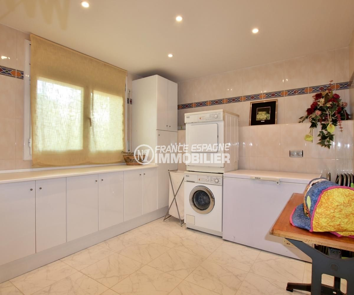 vente villa rosas, villa de 358 m², buanderie avec des rangements et point d'eau