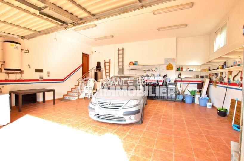 immo center roses: villa 358 m², grand garage de 61 m² avec de nombreux rangements