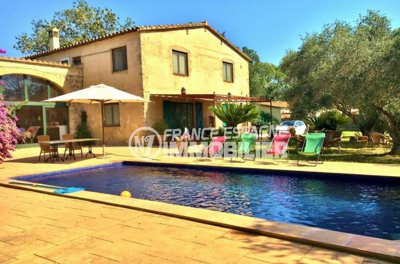 agence immo empuriabrava: villa beau mas, grand terrain avec piscine, proche plage