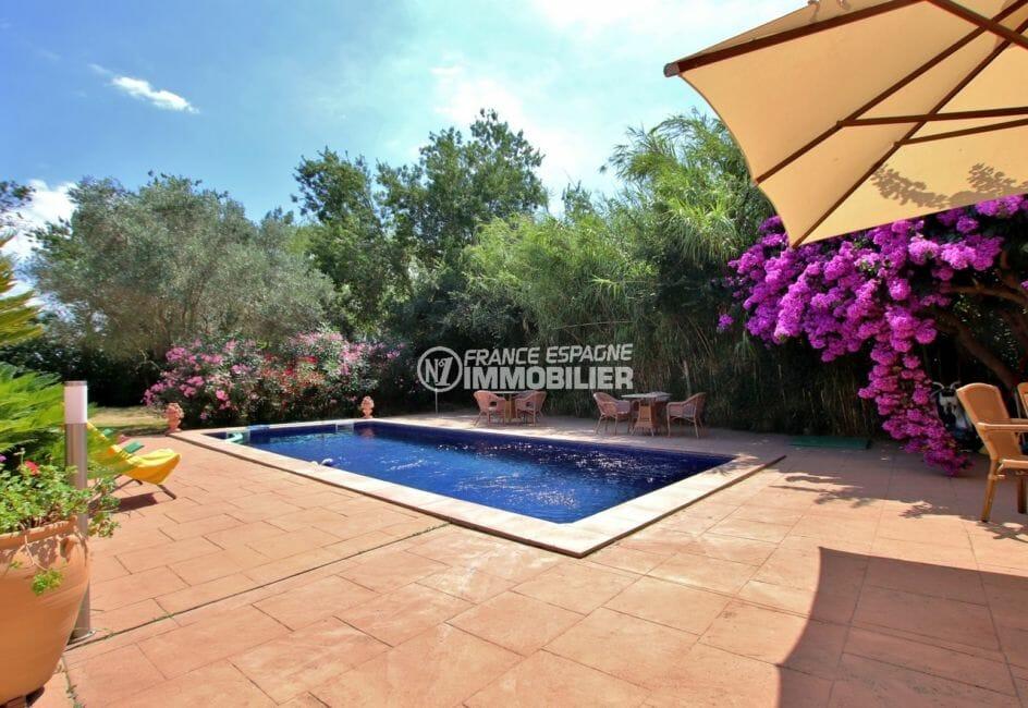 maison a vendre empuria brava, proche plage, aperçu de la terrasse et de la piscine