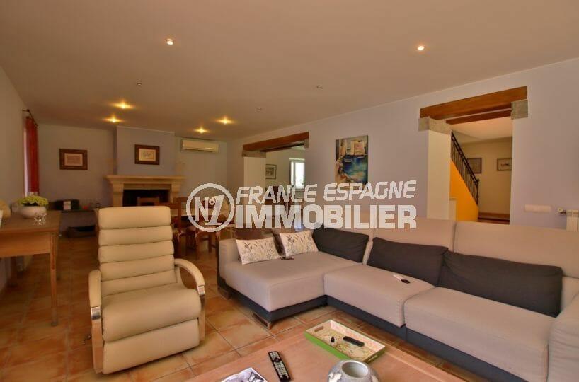maison a vendre a empuriabrava, piscine, grand salon / séjour de 50 m² avec belle cheminée