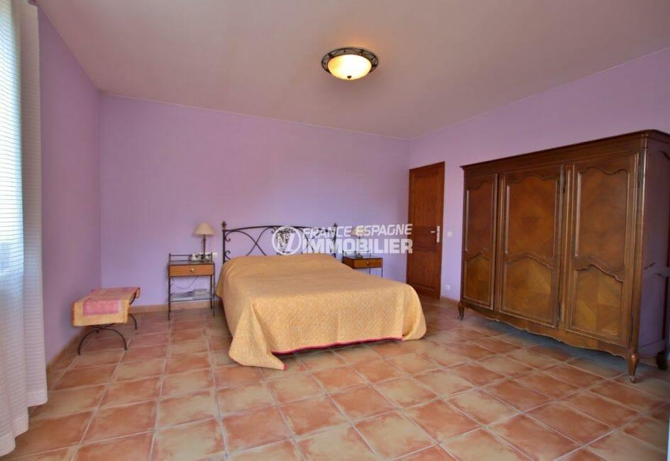 agence immobiliere francaise empuriabrava: villa 318 m², suite parentale lit double et placards