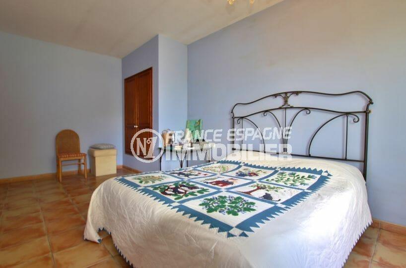 vente immobiliere costa brava: villa 318 m², chambre 2 luminneuse avec placards