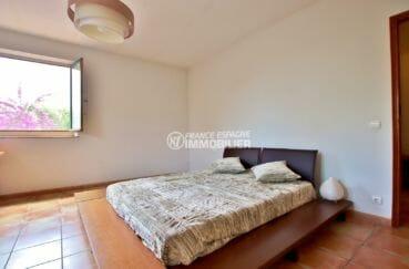 immobilier a empuriabrava: villa 318 m², chambre 3 avec lit double et placards
