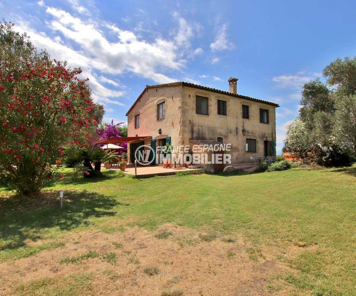 vente maison espagne costa brava, piscine, grand terrain de 10 000 m²