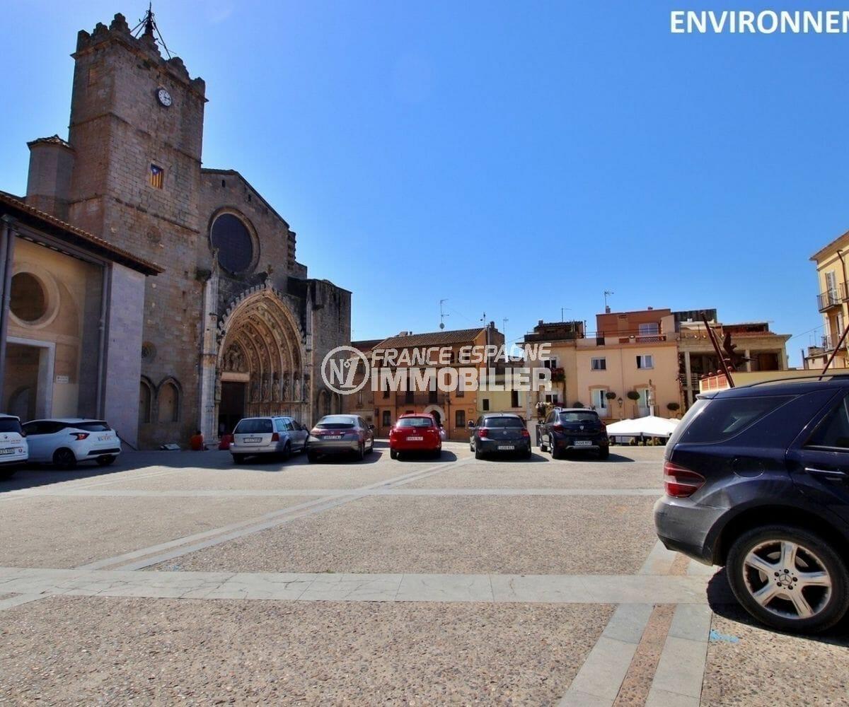 aperçu de la basilique de santa maria à castello d'empuria aux environs