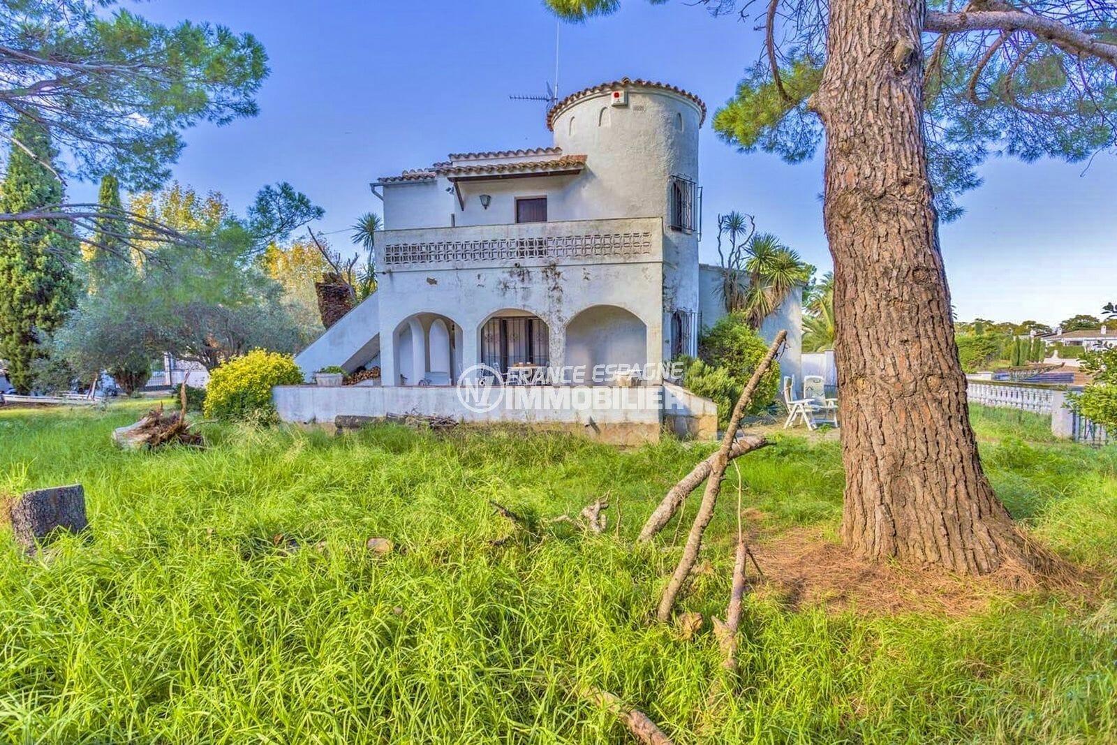 immobilier empuria brava: villa secteur résidentiel, garage, amarre, possibilité piscine