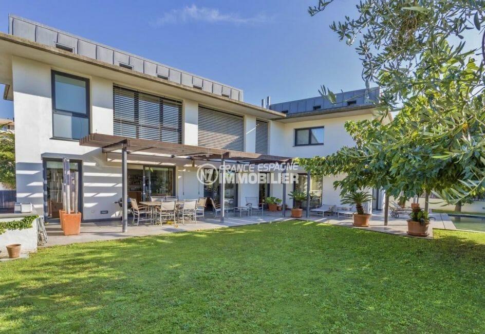 agence immobiliere costa brava: villa 287 m², terrain de 753 m² avec piscine